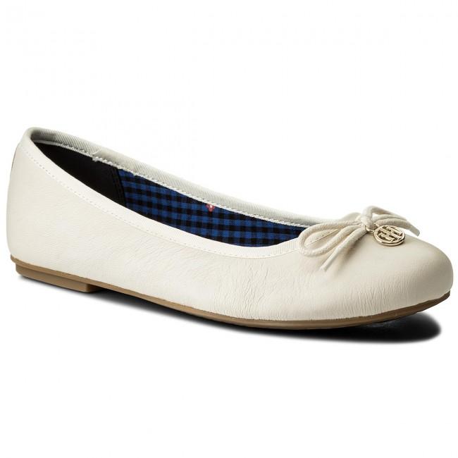 Balerina TOMMY HILFIGER - Basic Leather Ballerina Charm FW0FW02814 Whisper  White 121 00f6f983e0