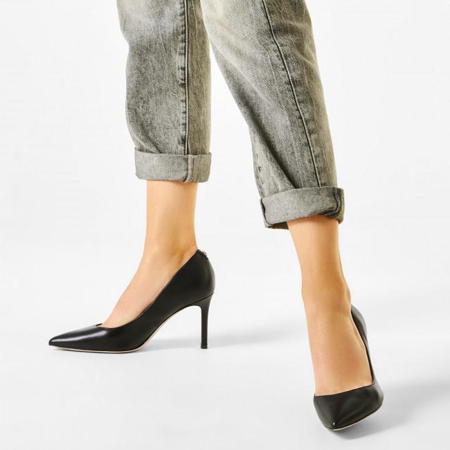 Tűsarkú GUESS - Dafne FL7DAE LEA08 BLACK - Tűsarkú cipő - Félcipő - Női w5uds