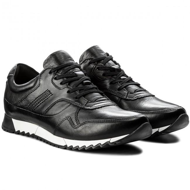Imádom a piros tűsarkú cipőket, mert a) CCC Shoes