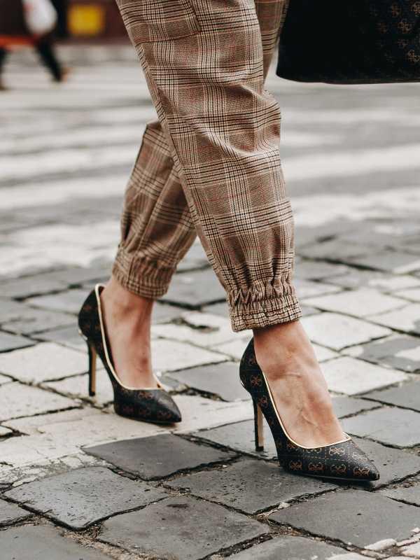 női magassarkú félcipő